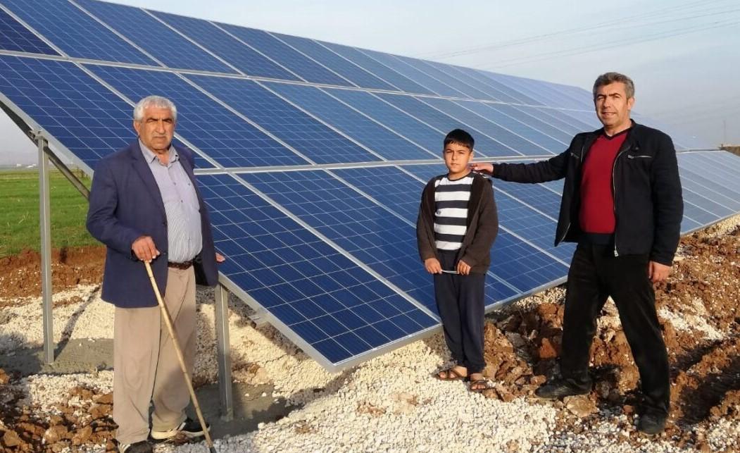 Kızıltepe'de ağır faturalarla beli bükülen çiftçiler, güneş paneliyle sulamaya yöneldi