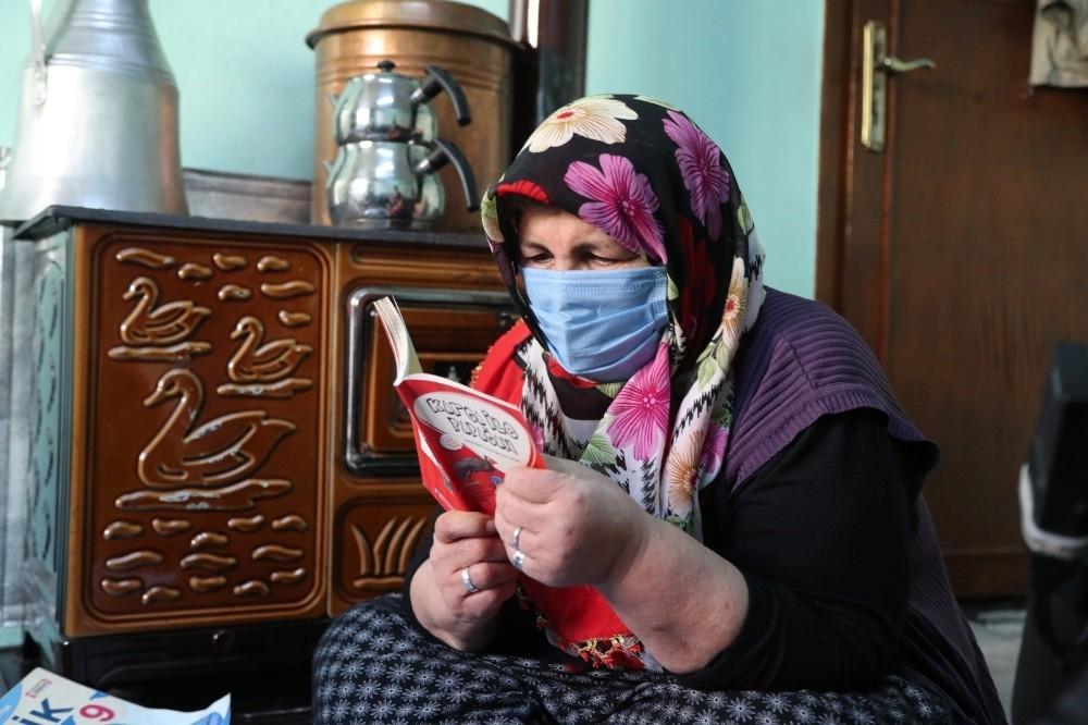 Okuma aşkı sayesinde hastalıklarından kurtuldu