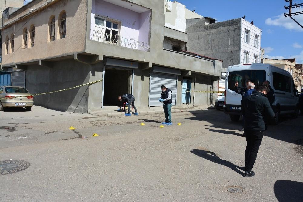 Siverek'te eve silahlı saldırı kamerada
