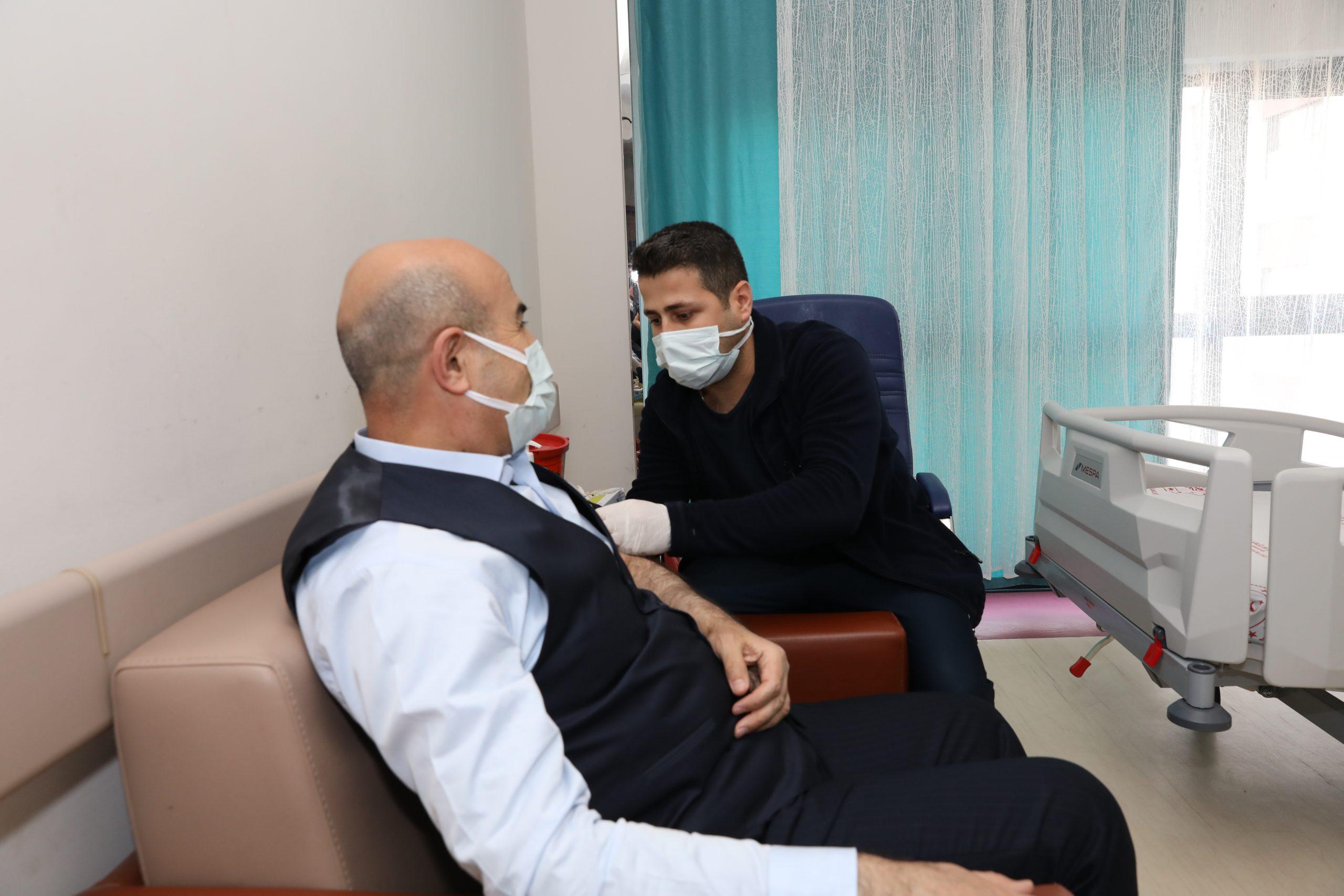 Mardin Valisi Demirtaş Covid-19 aşısı oldu
