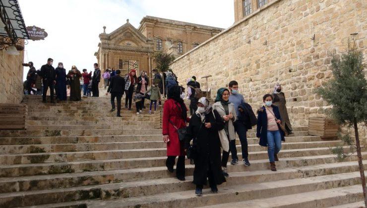 Mardin'de hafta sonu turist yoğunluğu