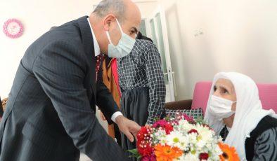Mardin Valisi Demirtaş'tan yaşlılara ziyaret