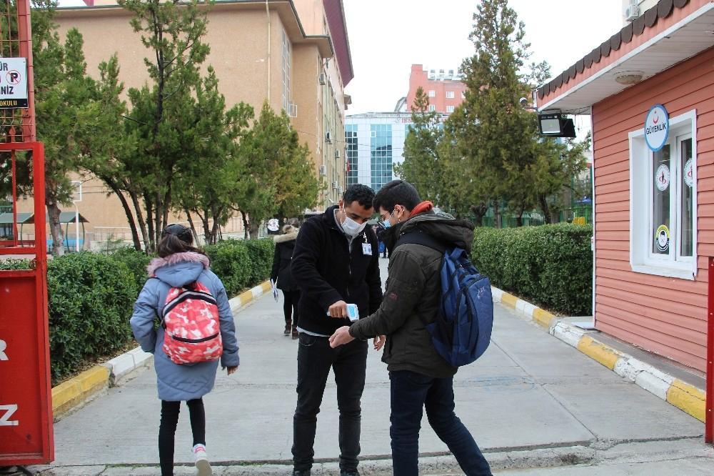 Cumhurbaşkanı Erdoğan müjdeyi verdi, Siirtli öğrenciler okulların yolunu tuttu