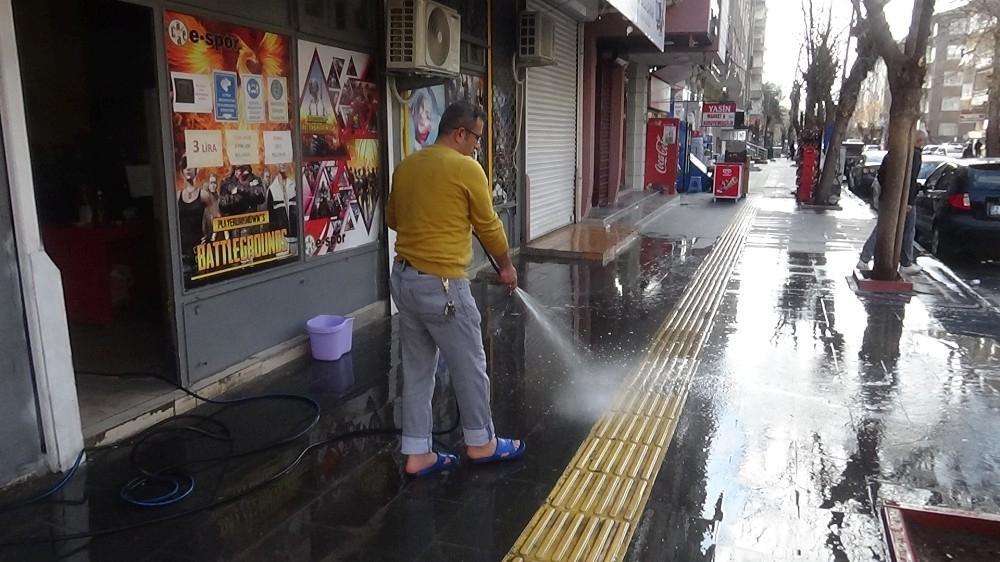 Diyarbakır'da yeni kontrollü normalleşme dönemi başladı, iş yeri sahipleri kepenk açtı