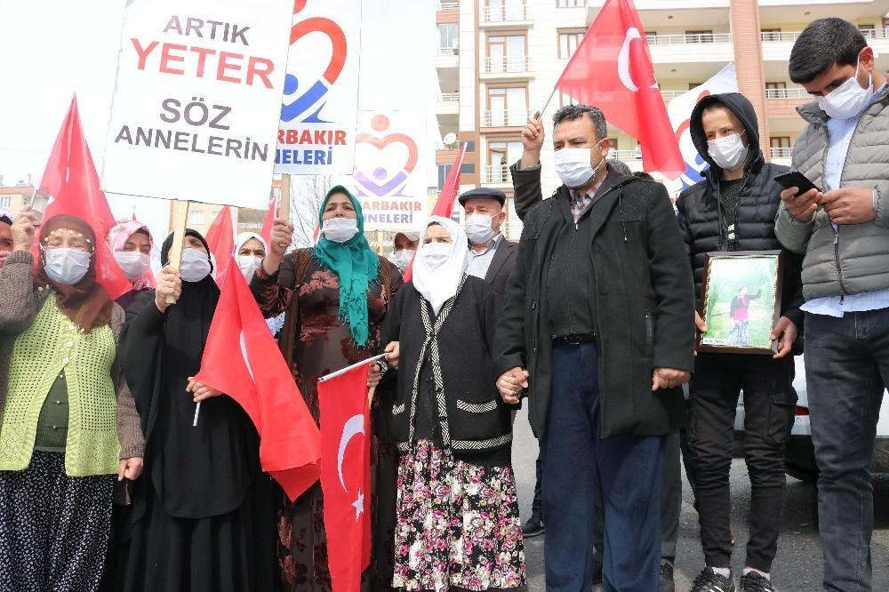HDP önündeki ailelerin çığlığı Türkiye'yi sarmaya devam ediyor