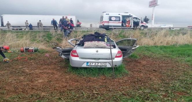 Kızıltepe'de otomobil ile tır çarpıştı: 5 yaralı