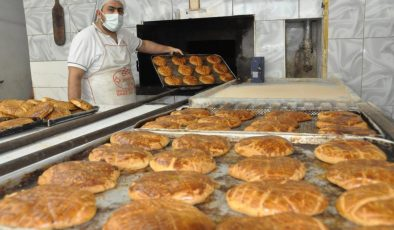 Kızıltepeli fırıncılar, yapılışı sır gibi saklanan çöreklerin siparişine yetişemiyor