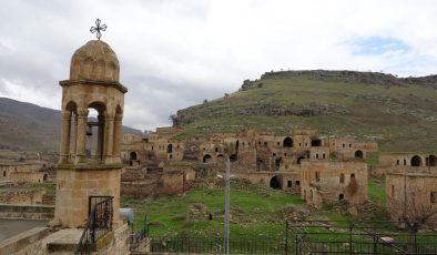 Katolik, Ortodoks ve Protestanların yaşadığı Mardin'in bu köyünde inanç turizmi için çalışma başlatıldı
