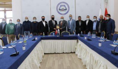 STK temsilcilerinden Zerzevan Kalesi Kazı Başkanı Doç. Dr. Coşkun'a destek