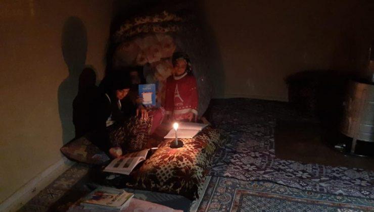 Yeşilli Belediyesinin elektriğini kestiği evde mum ışığında ders çalışıyor!