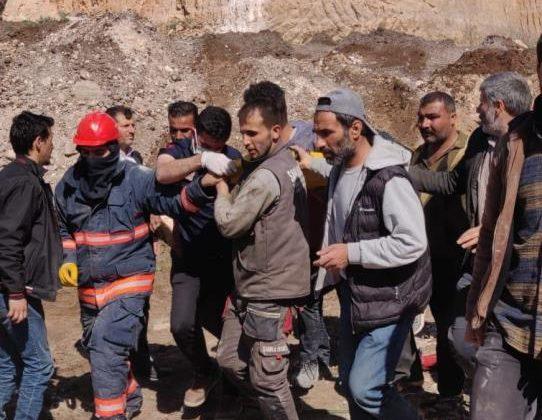 Mardin'de iş makinesinin üzerine kaya düştü: 1 ölü, 1 yaralı