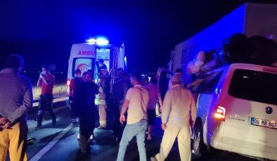 Mardin'de hafif ticari araç tıra arkadan çarptı: 6 yaralı