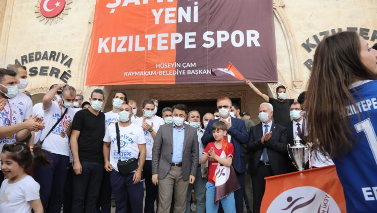 Yeni Kızıltepe Spor Voleybol Takımı'na Şampiyonluk Kutlaması