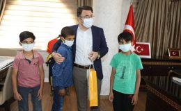 Kızıltepe'de merhametleriyle gönülleri fetheden çocukların yüzü güldürüldü