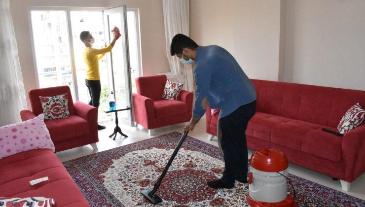 Mardin'de ihtiyaç sahibi yaşlı vatandaşların evlerinde bayram temizliği