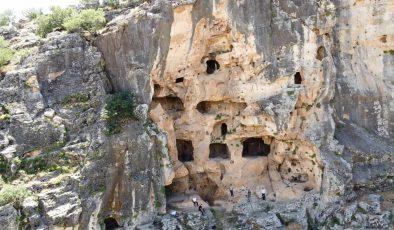 Dört katlı Demirkale Mağarası turizme kazandırılmayı bekliyor