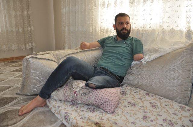 """Kaza sonucu iki kol ve bacağını kaybeden genç: """"kızımın elinden tutmak istiyorum"""""""