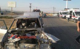 İki otomobil kafa kafaya çarpıştı, araçlar hurdaya döndü: 4 Yaralı