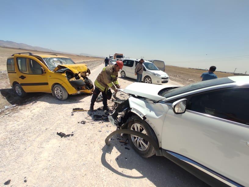 Kızıltepe'de iki araç kafa kafaya çarpıştı: 4 yaralı