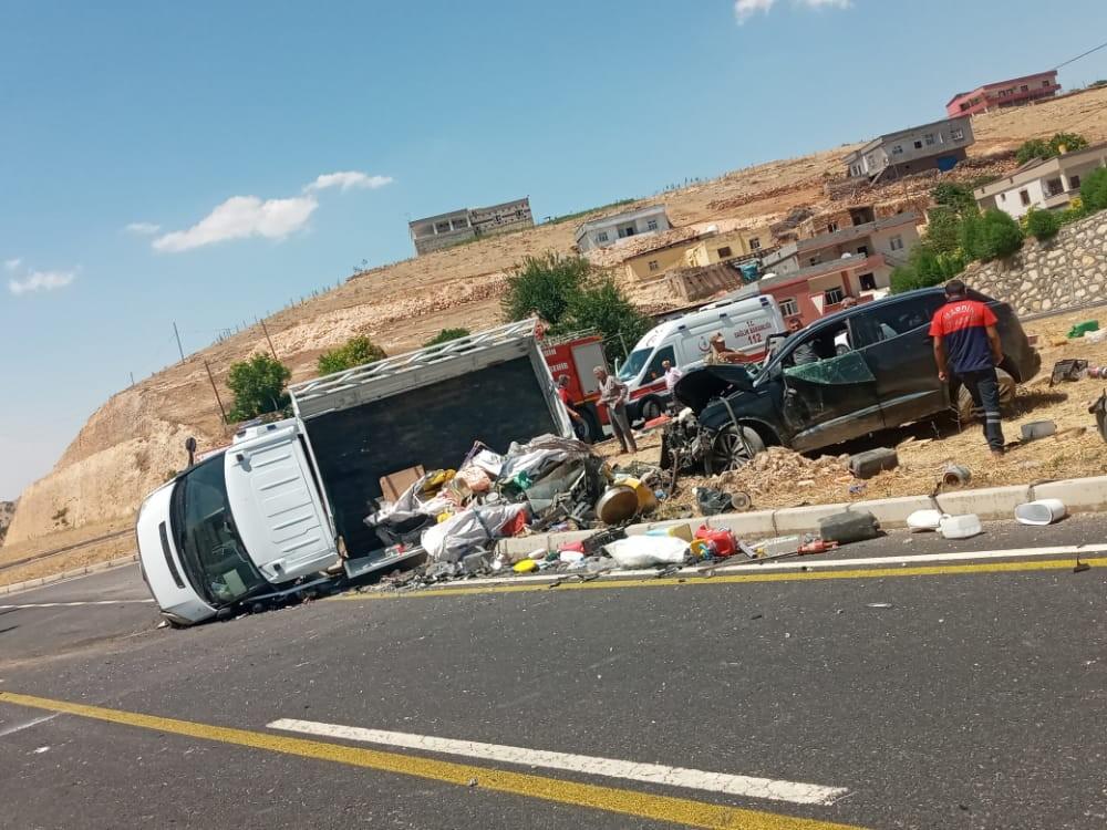 Mardin'de kamyonet ile cip çarpıştı: 5 yaralı