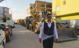 Kızıltepe'de kepçe operatörünün düğün konvoyu kepçelerle oldu