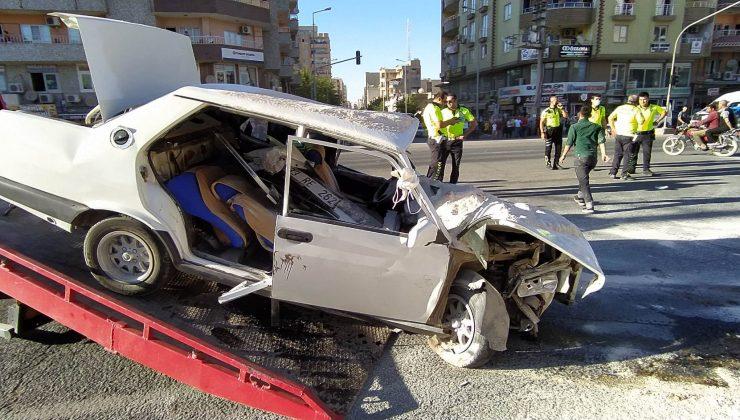 Mardin'de otomobil ile traktör çarpıştı: 1'i 4 yaralı