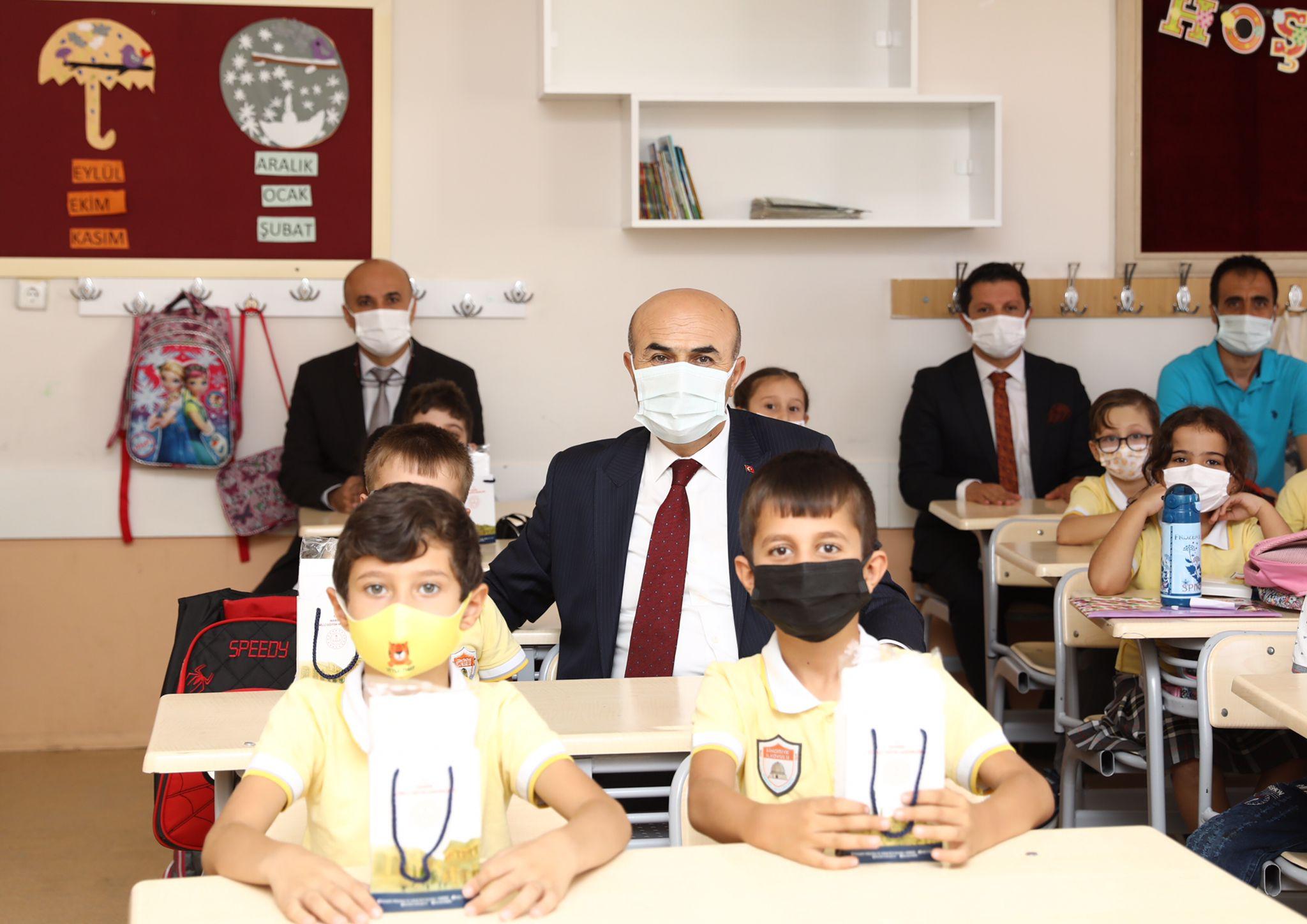 Vali Demirtaş, yüz yüze eğitimde ilk ders zili heyecanına ortak oldu